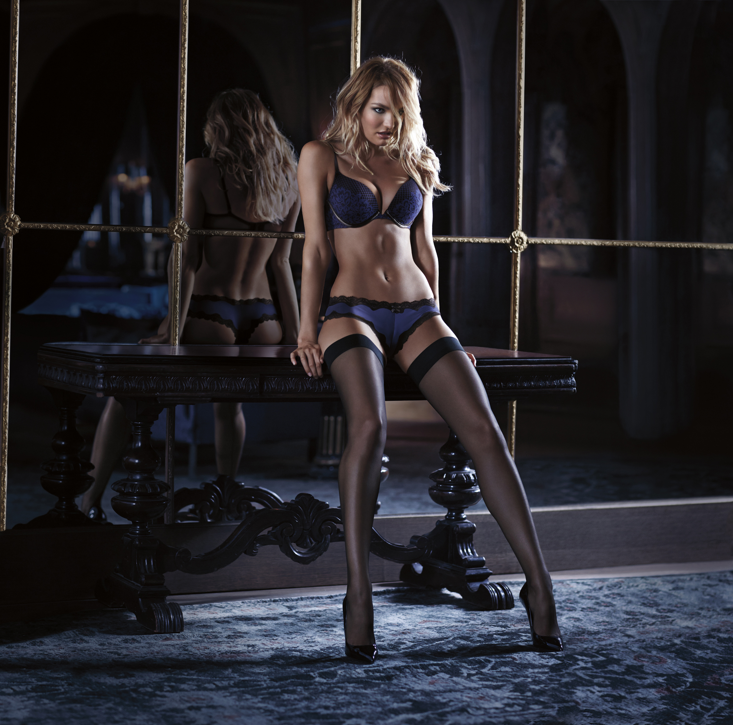 VS-Scandalous-Holiday2015_01